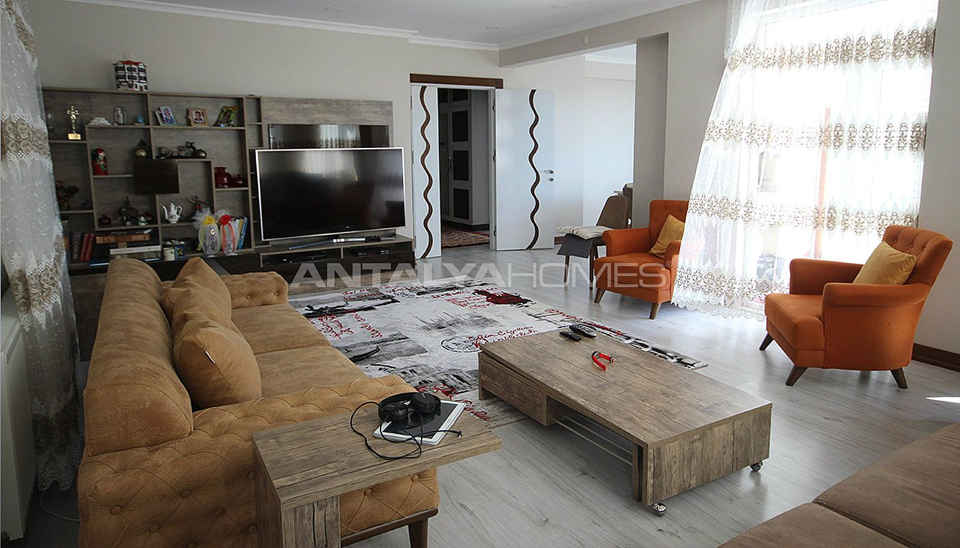 5-1-spacious-apartment-in-lara-antalya-with-2-kitchen-001.jpg