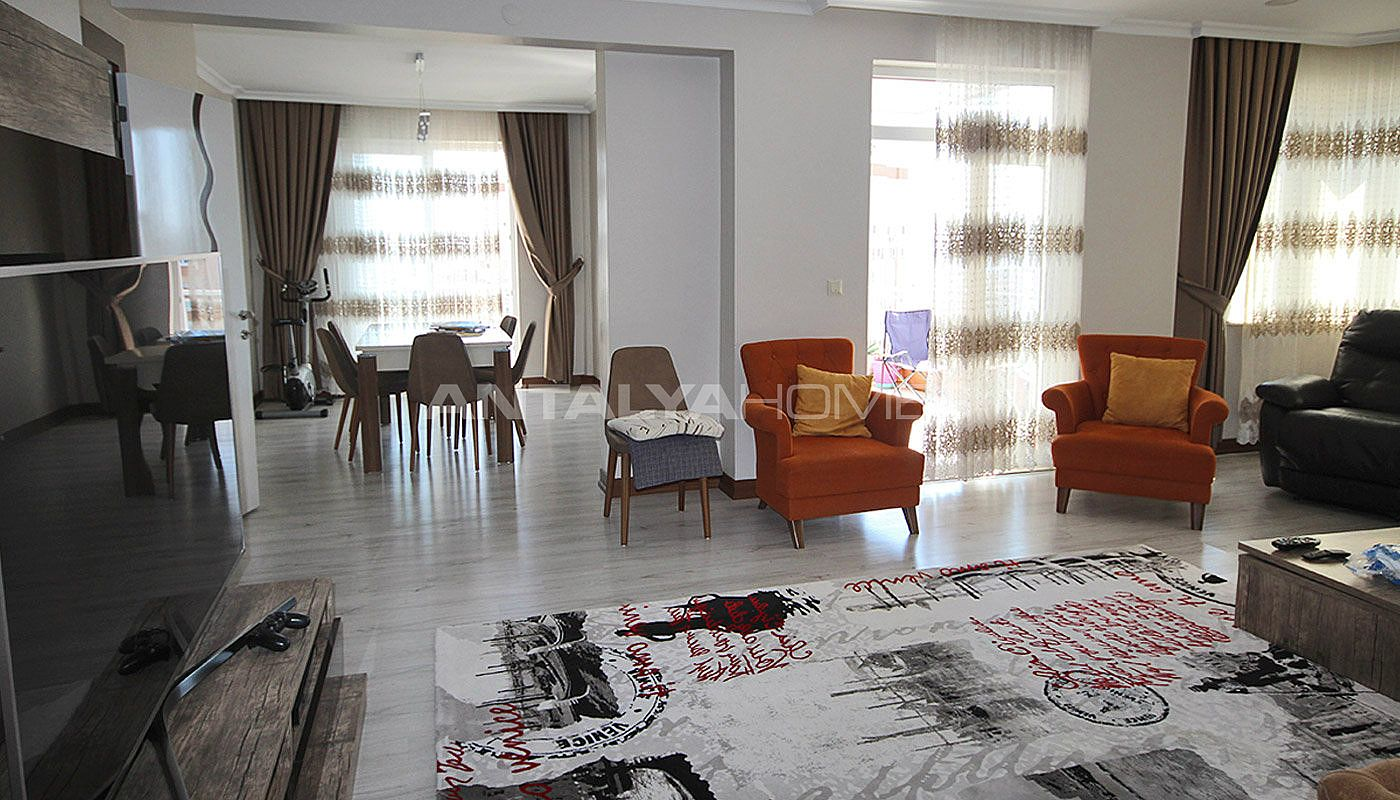 5-1-spacious-apartment-in-lara-antalya-with-2-kitchen-003.jpg