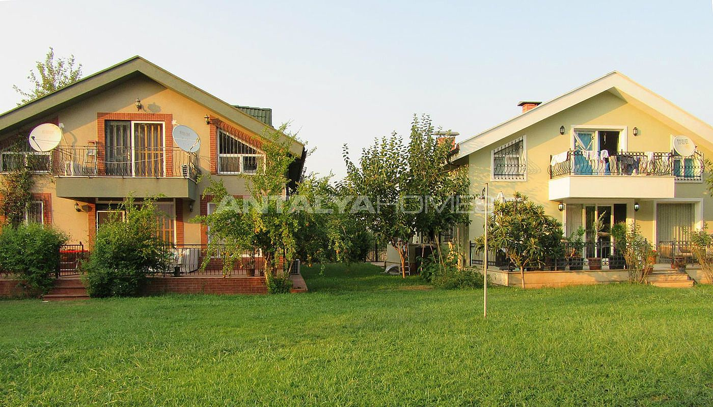 detached-house-surrounded-by-greenery-in-dosemealti-001.jpg