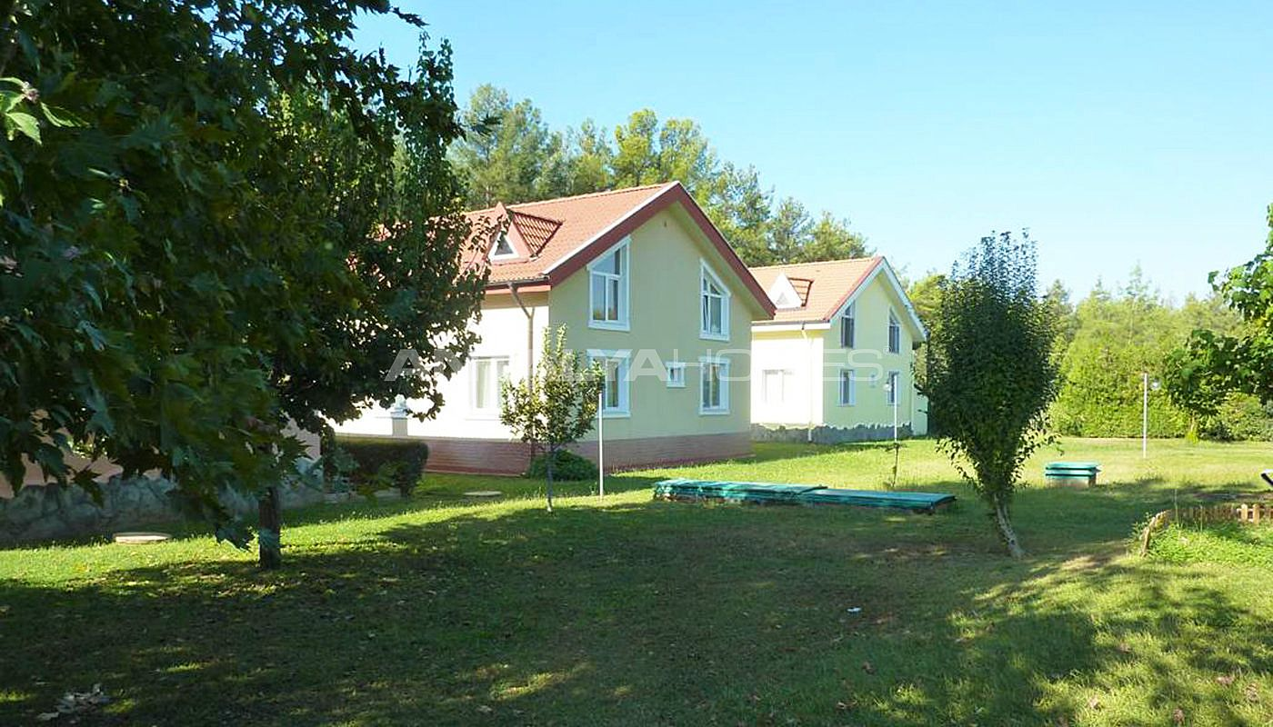 detached-house-surrounded-by-greenery-in-dosemealti-002.jpg