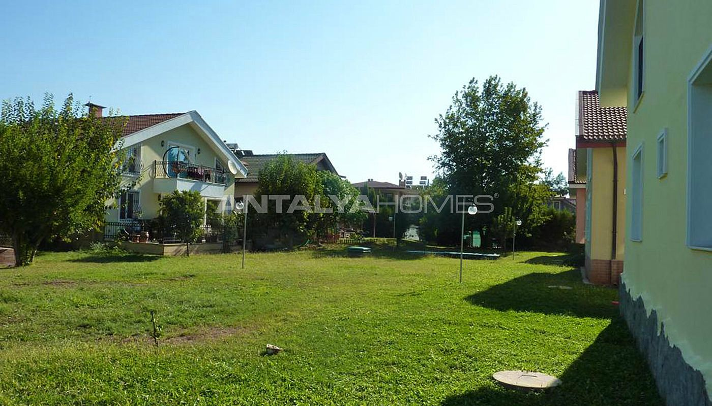 detached-house-surrounded-by-greenery-in-dosemealti-005.jpg