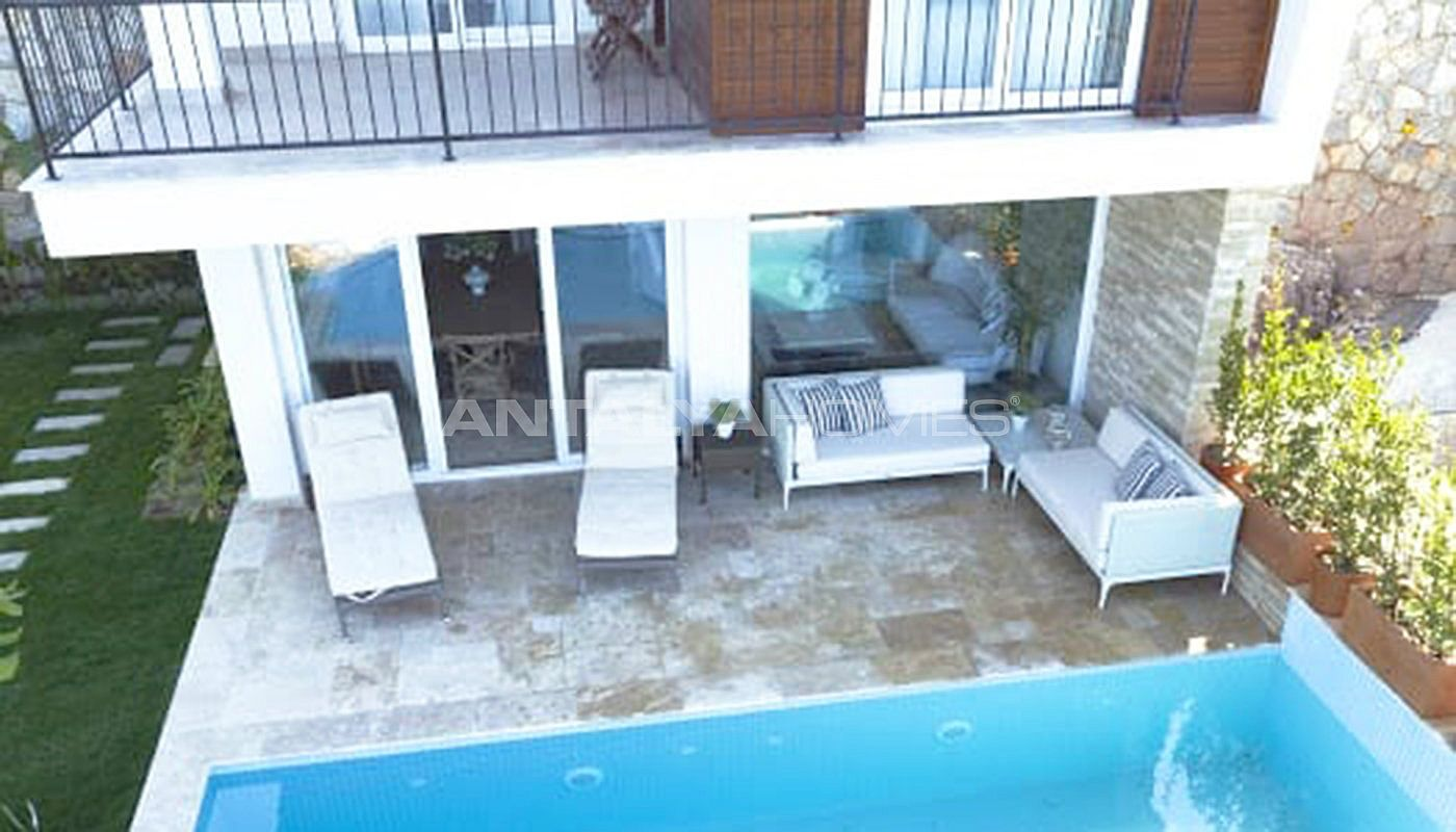 sea-front-villas-with-private-pool-in-bodrum-003.jpg