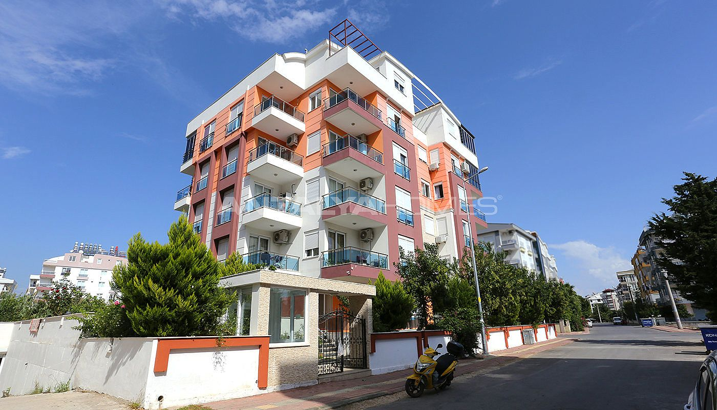 spacious-2-1-apartment-in-antalya-konyaalti-with-2-bathrooms-002.jpg