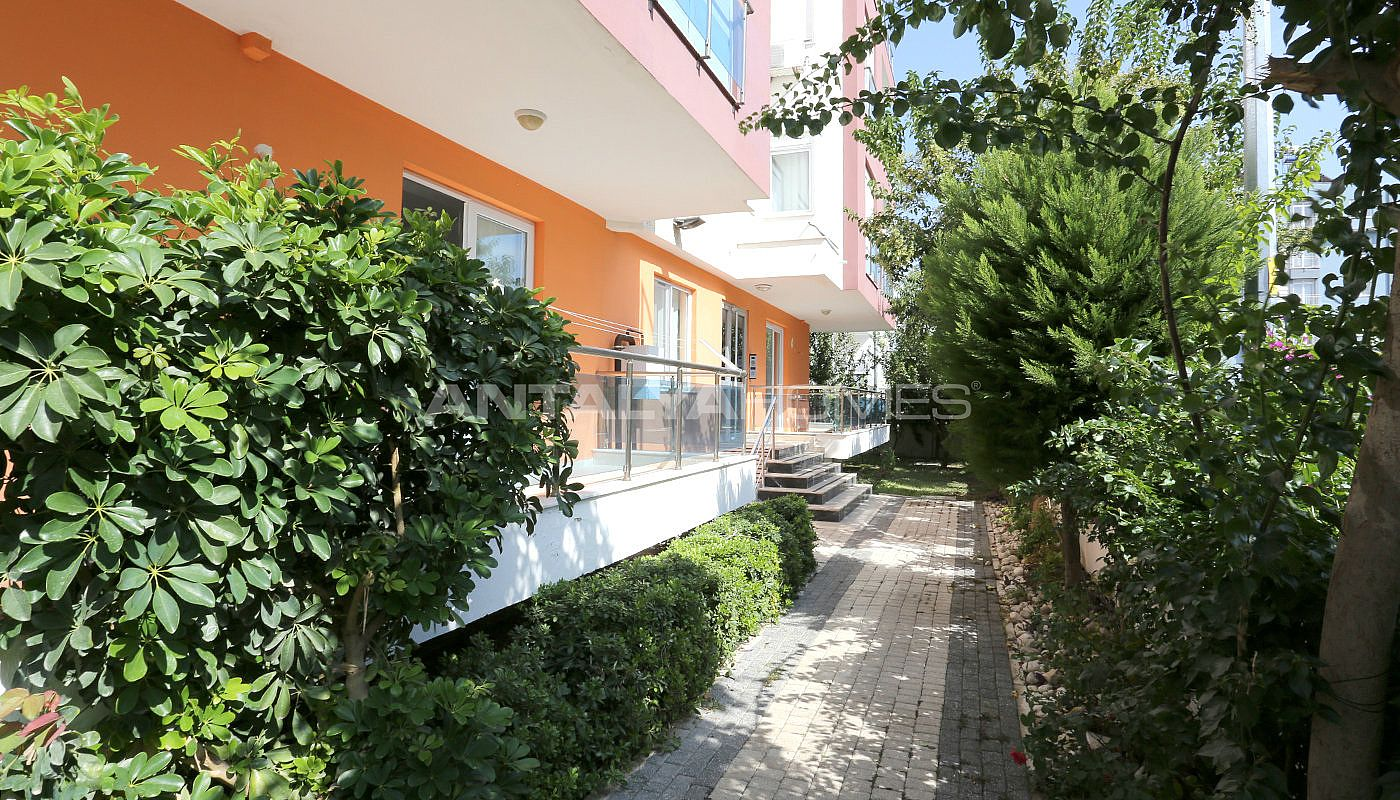 spacious-2-1-apartment-in-antalya-konyaalti-with-2-bathrooms-003.jpg