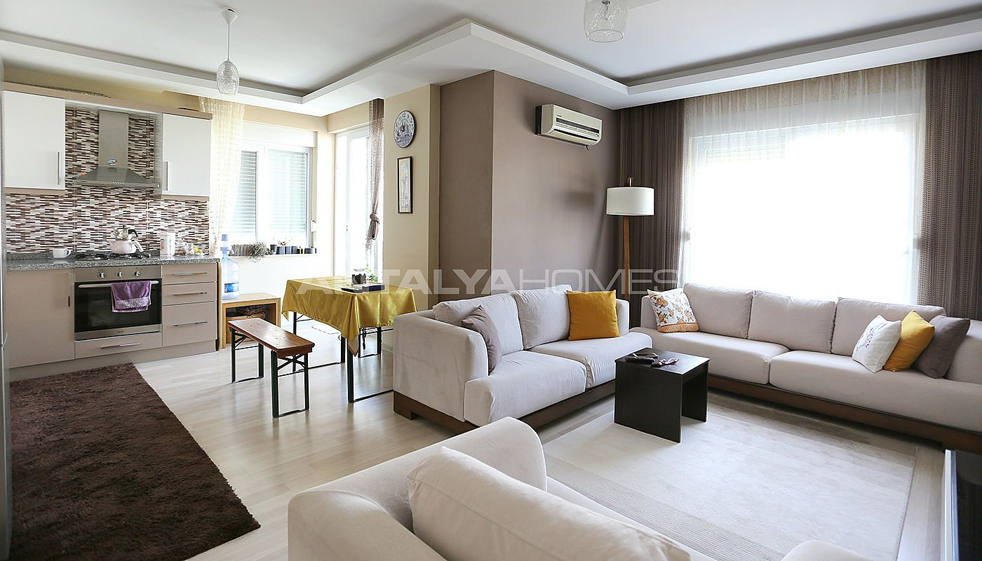 spacious-2-1-apartment-in-antalya-konyaalti-with-2-bathrooms-interior-001.jpg