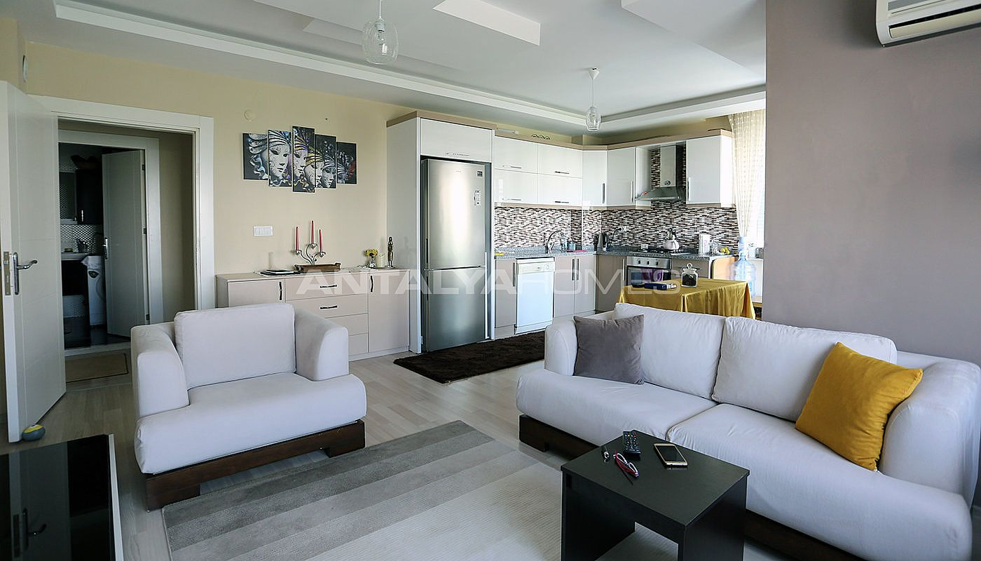 spacious-2-1-apartment-in-antalya-konyaalti-with-2-bathrooms-interior-002.jpg