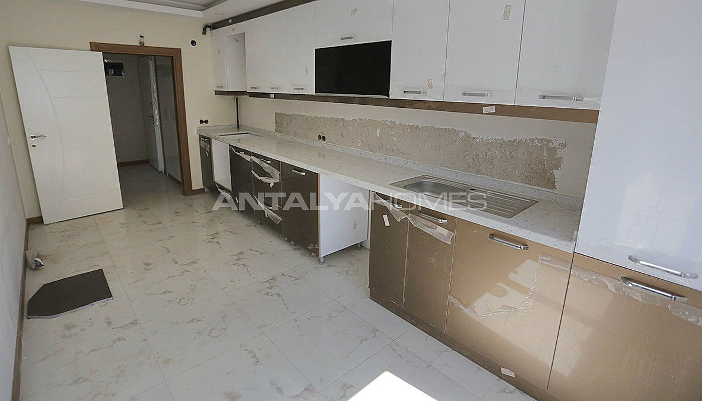 centrally-located-antalya-apartments-with-separate-kitchen-interior-006.jpg