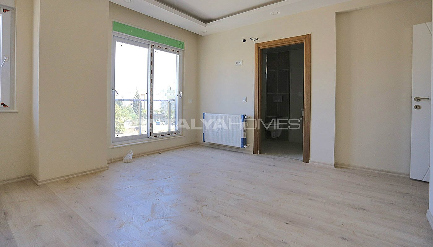 centrally-located-antalya-apartments-with-separate-kitchen-interior-008.jpg