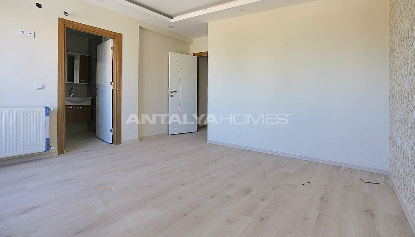 centrally-located-antalya-apartments-with-separate-kitchen-interior-009.jpg