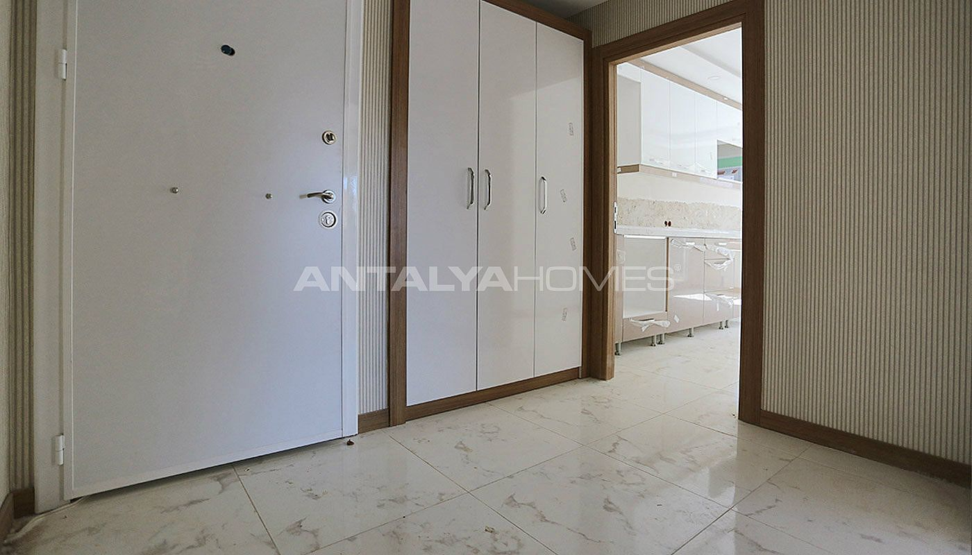 centrally-located-antalya-apartments-with-separate-kitchen-interior-019.jpg