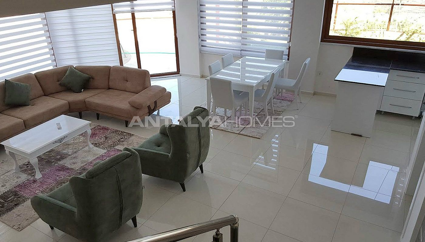 fully-furnished-villa-overlooking-alanya-castle-and-sea-interior-003.jpg