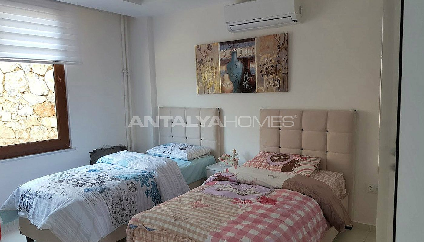 fully-furnished-villa-overlooking-alanya-castle-and-sea-interior-008.jpg