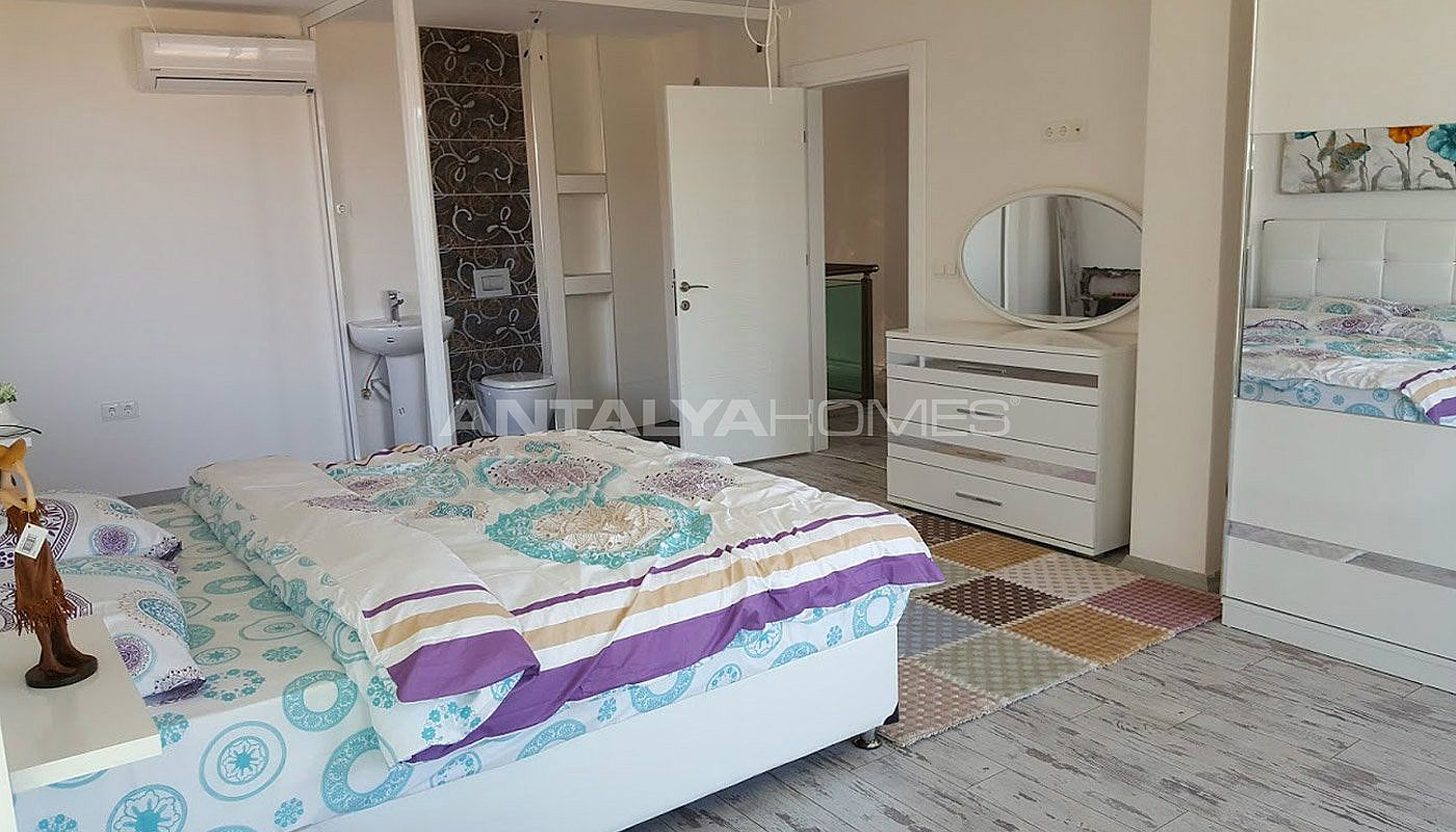 fully-furnished-villa-overlooking-alanya-castle-and-sea-interior-013.jpg