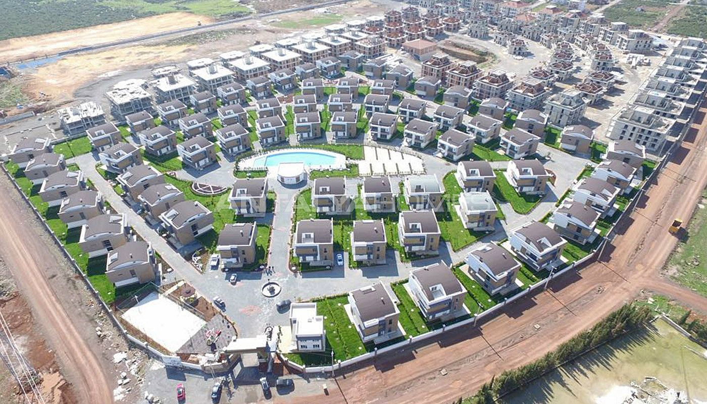 high-tech-detached-villas-in-the-huge-complex-in-antalya-003.jpg