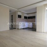 ready-to-move-modern-konyaatli-apartment-with-blinds-interior-002.jpg