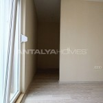 ready-to-move-modern-konyaatli-apartment-with-blinds-interior-009.jpg