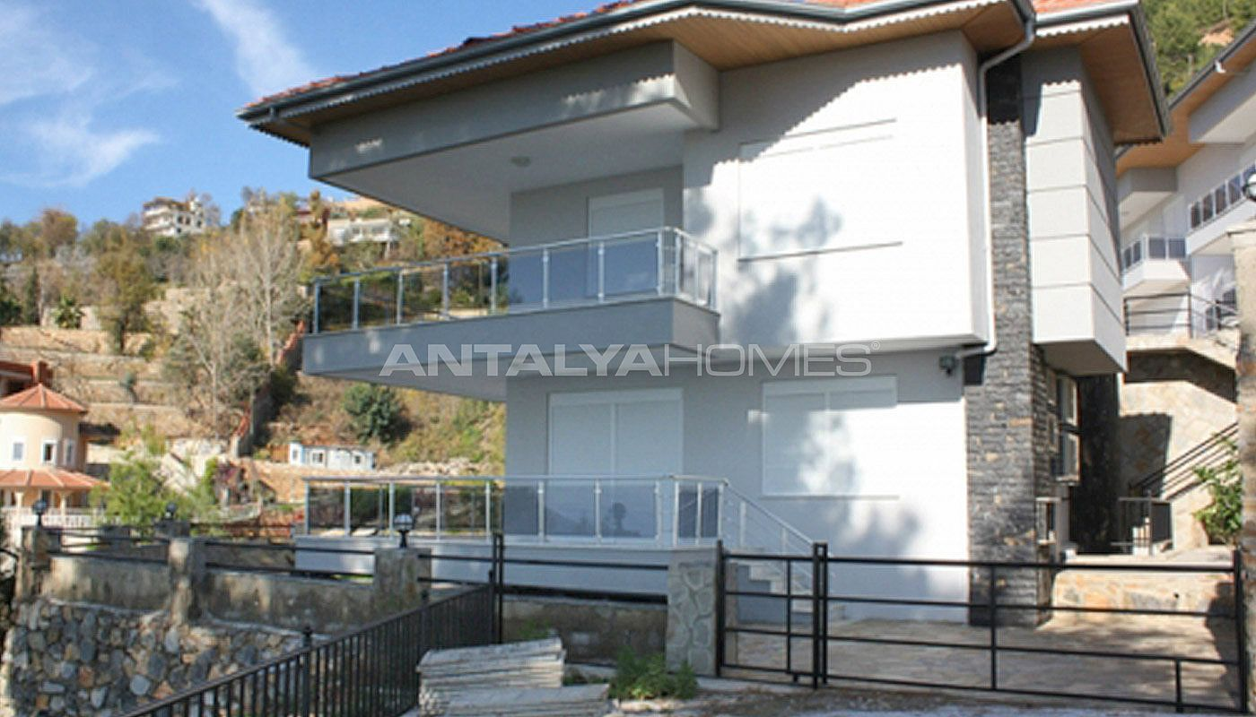 sea-view-5-1-villa-in-alanya-with-rich-features-003.jpg
