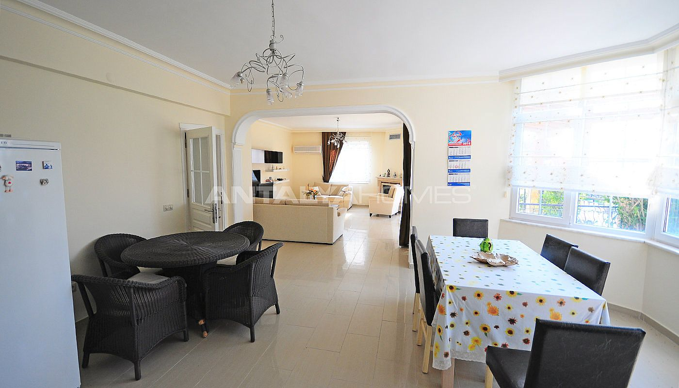 lively-and-modern-furnished-detached-villa-in-kemer-interior-002.jpg