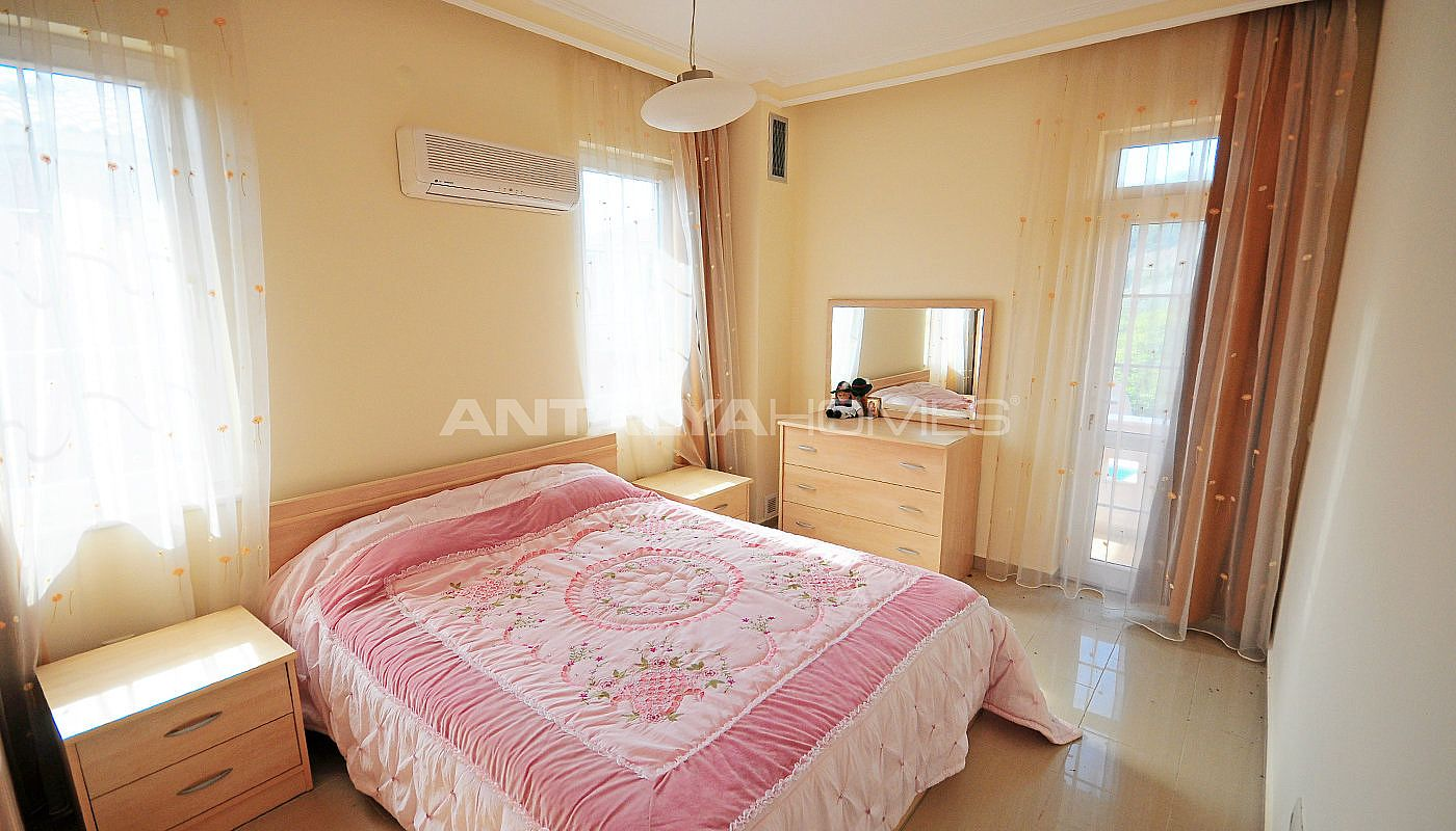 lively-and-modern-furnished-detached-villa-in-kemer-interior-010.jpg