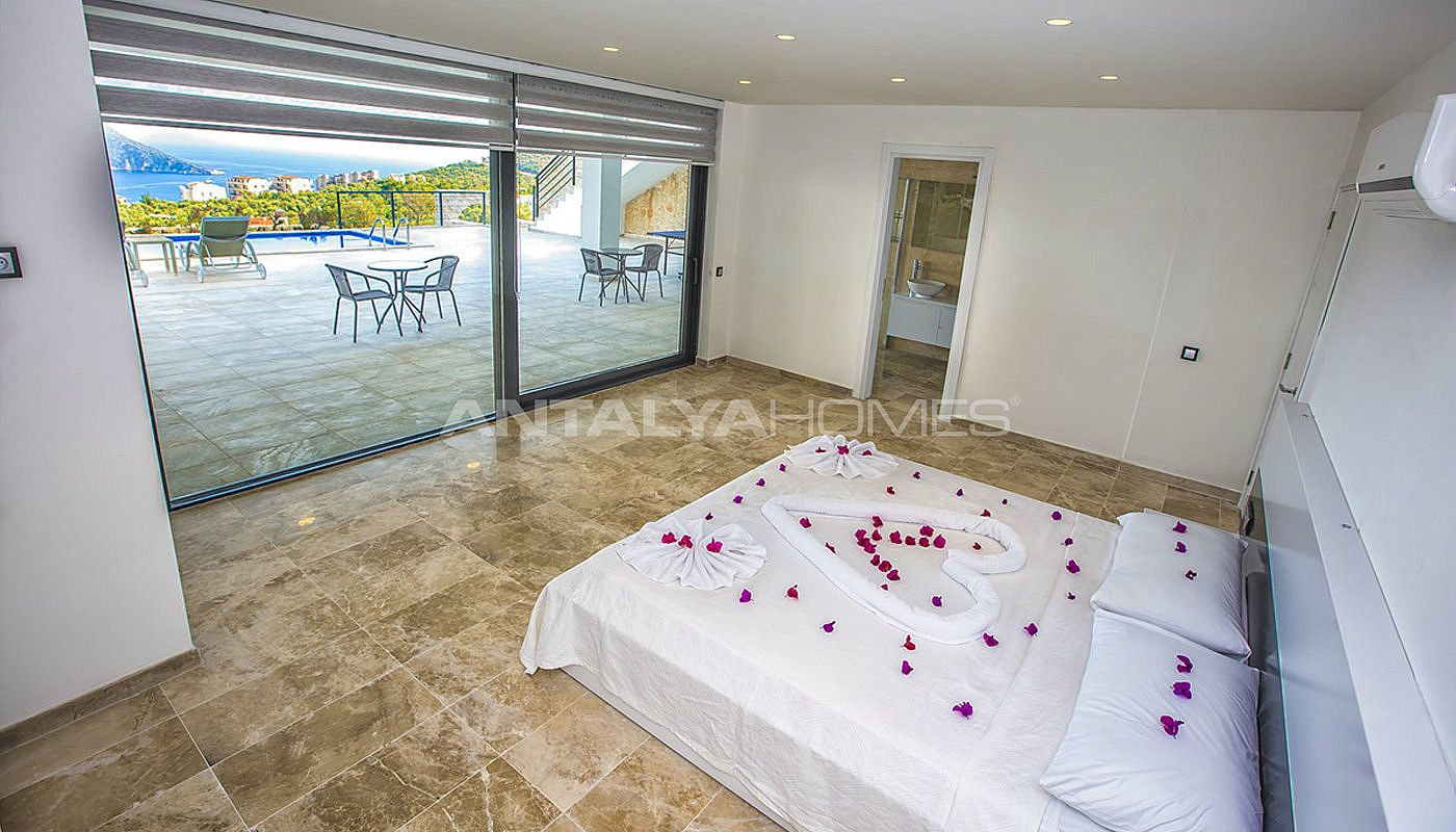 state-of-the-art-villa-in-kalkan-with-unobstructed-sea-view-interior-12.jpg