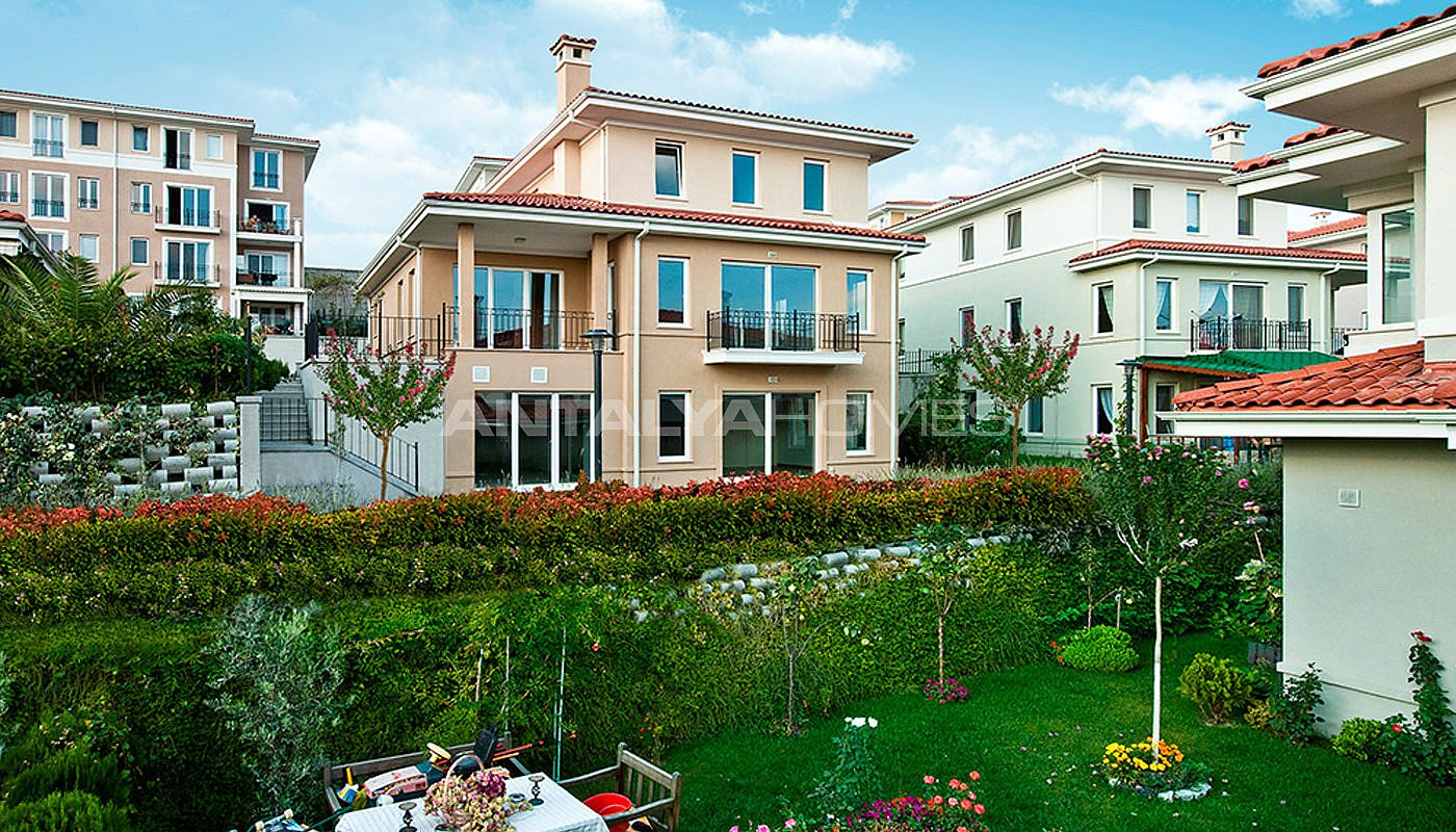 centrally-located-istanbul-villas-intertwined-with-sea-003.jpg