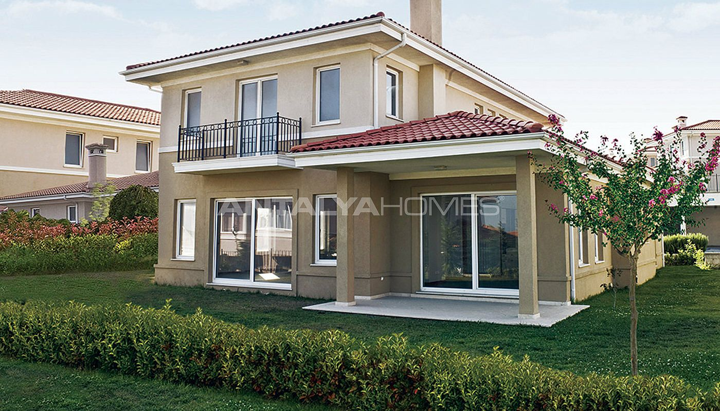 centrally-located-istanbul-villas-intertwined-with-sea-011.jpg
