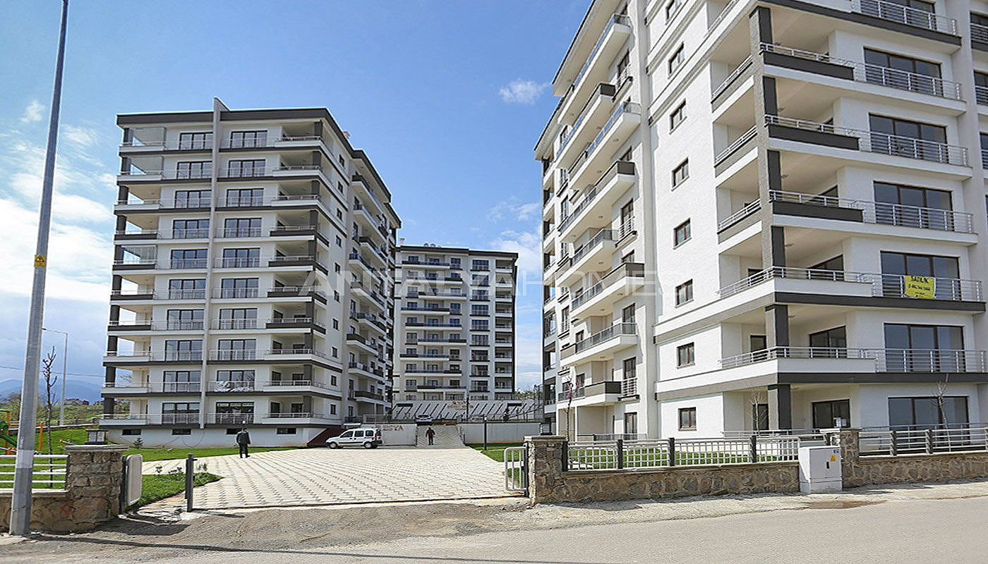 large-apartments-in-trabzon-with-double-lift-006.jpg