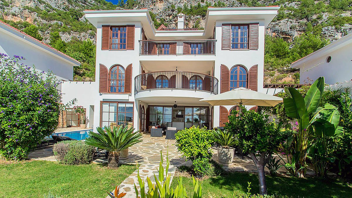 buy-a-villa-in-alanya-for-privileged-lifestyle-main.jpg