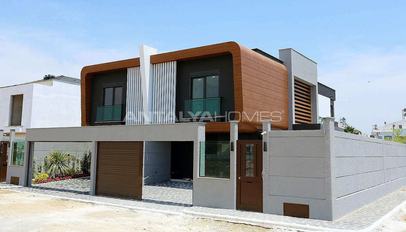 contemporary-villas-with-smart-home-system-in-kundu-002.jpg