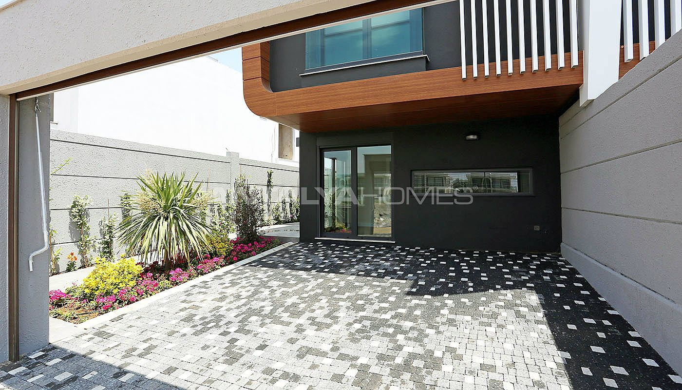 contemporary-villas-with-smart-home-system-in-kundu-004.jpg