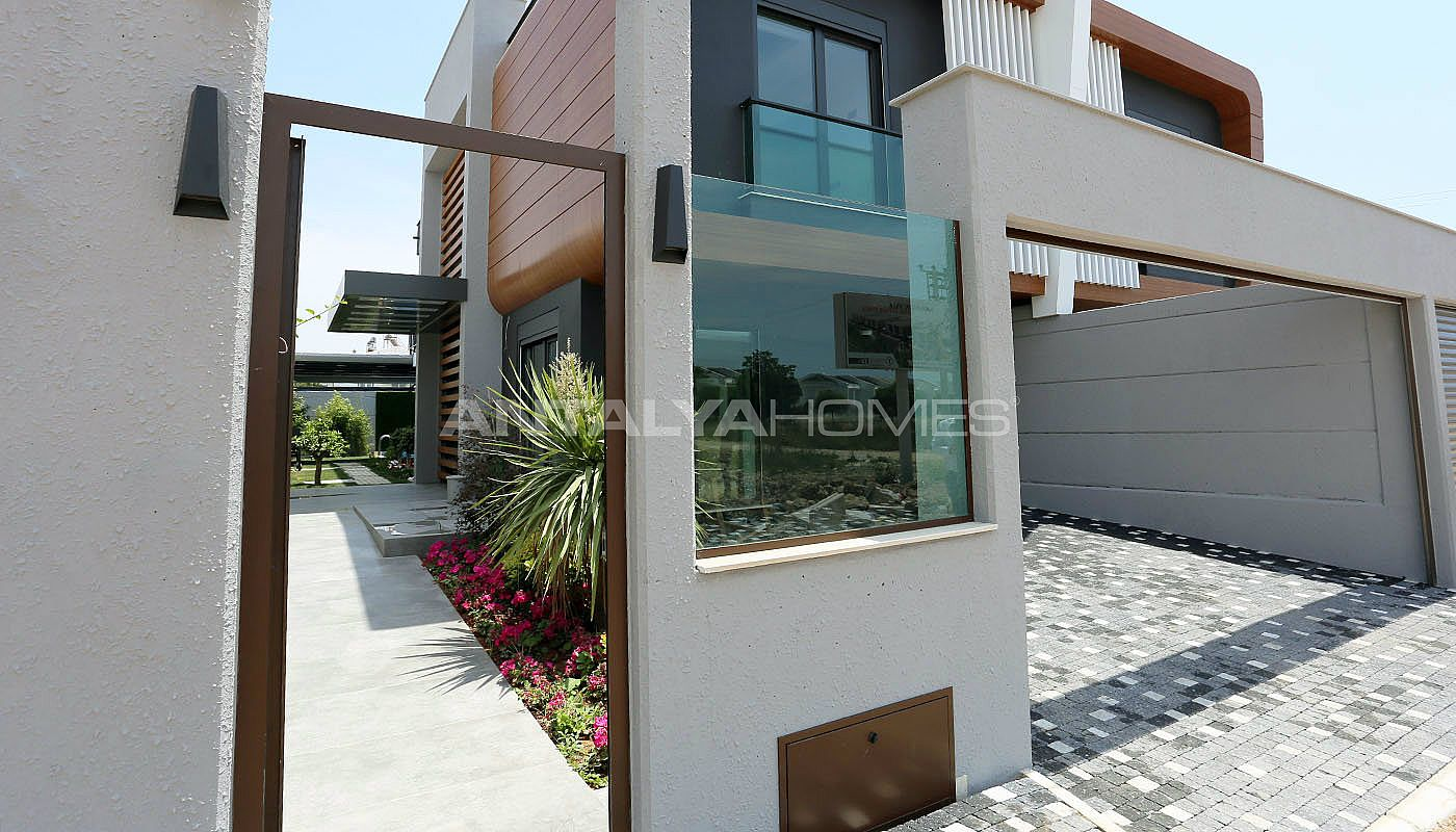 contemporary-villas-with-smart-home-system-in-kundu-005.jpg
