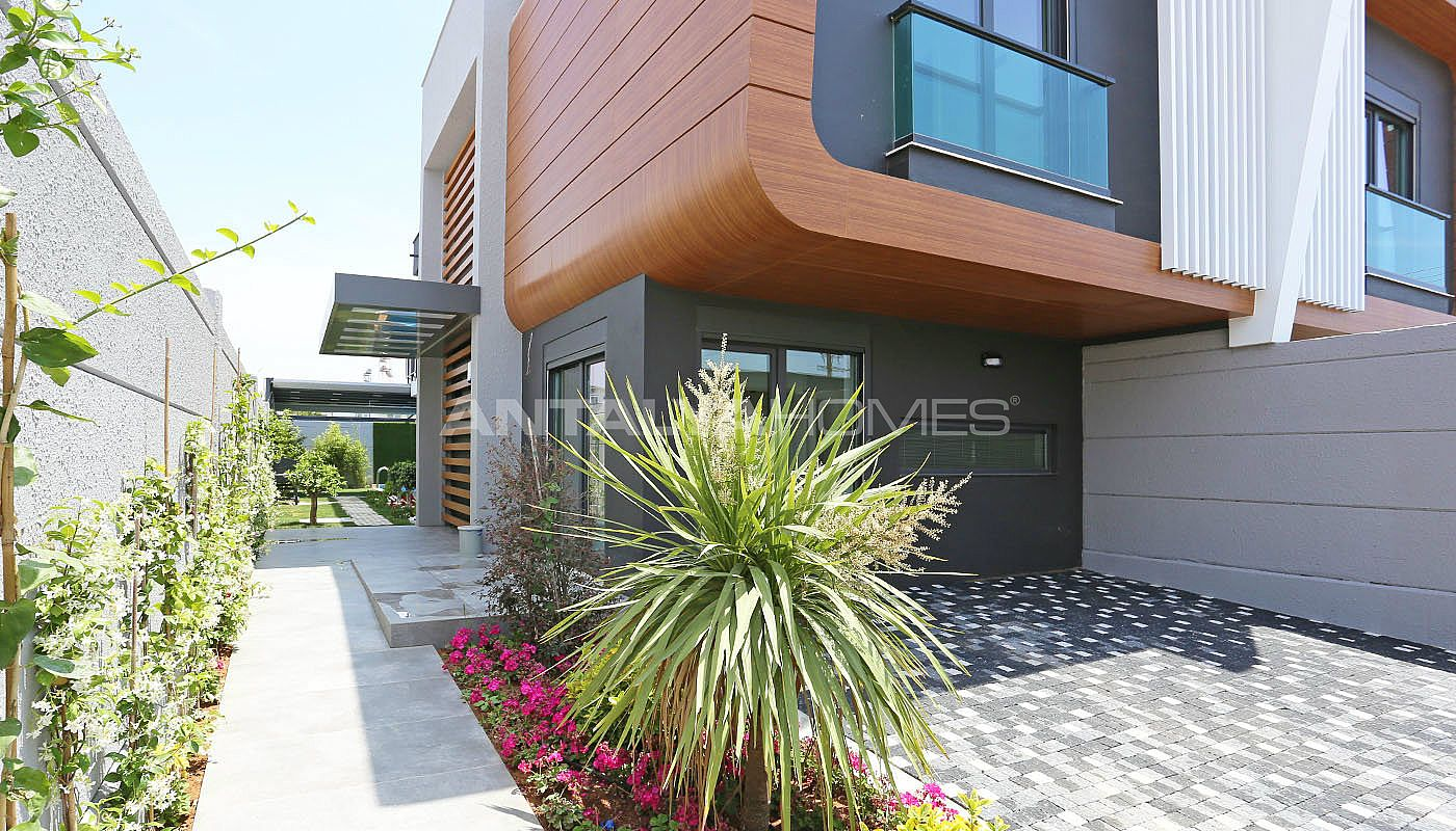 contemporary-villas-with-smart-home-system-in-kundu-006.jpg