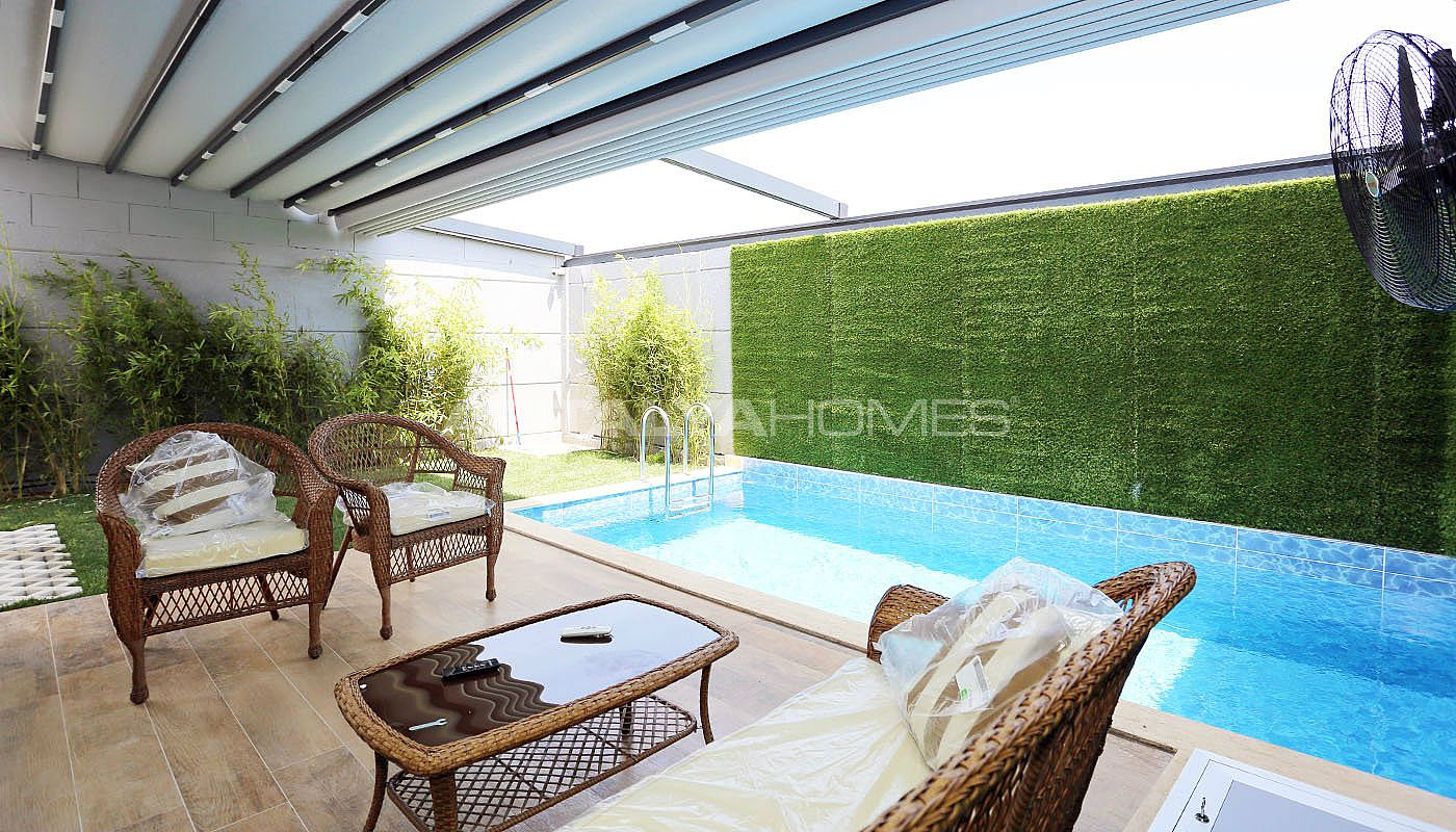 contemporary-villas-with-smart-home-system-in-kundu-013.jpg