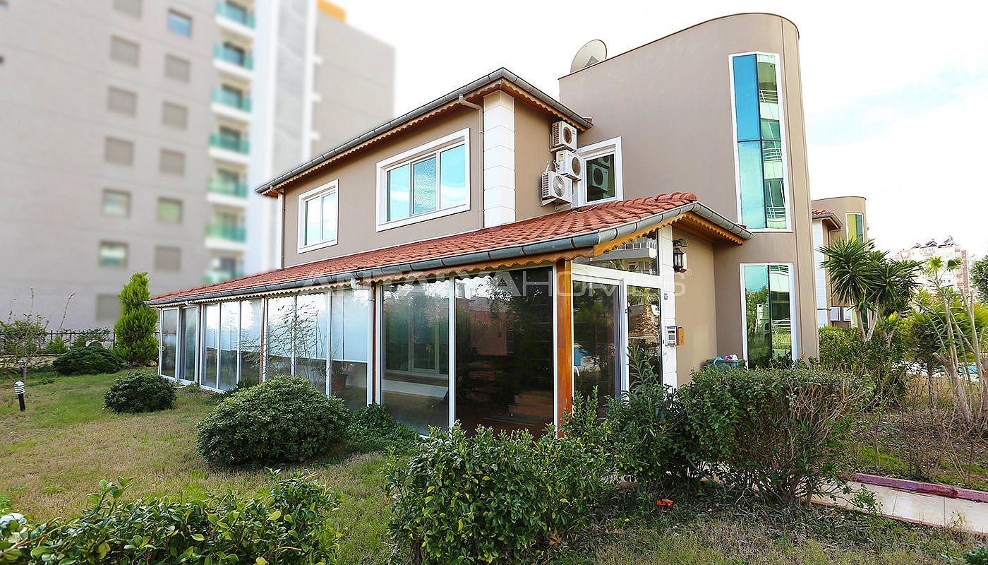 furnished-villa-within-walking-distance-to-the-sea-in-lara-002.jpg