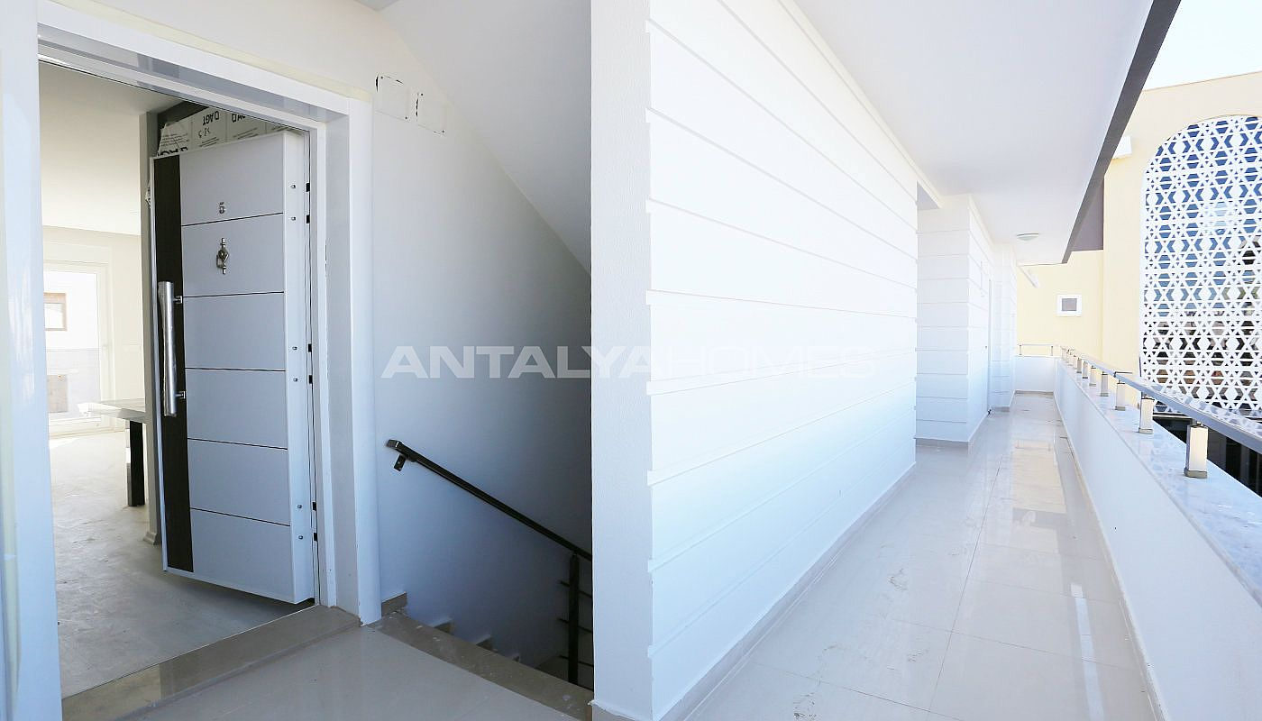 investment-real-estate-100-meters-to-turizm-street-in-antalya-009.jpg
