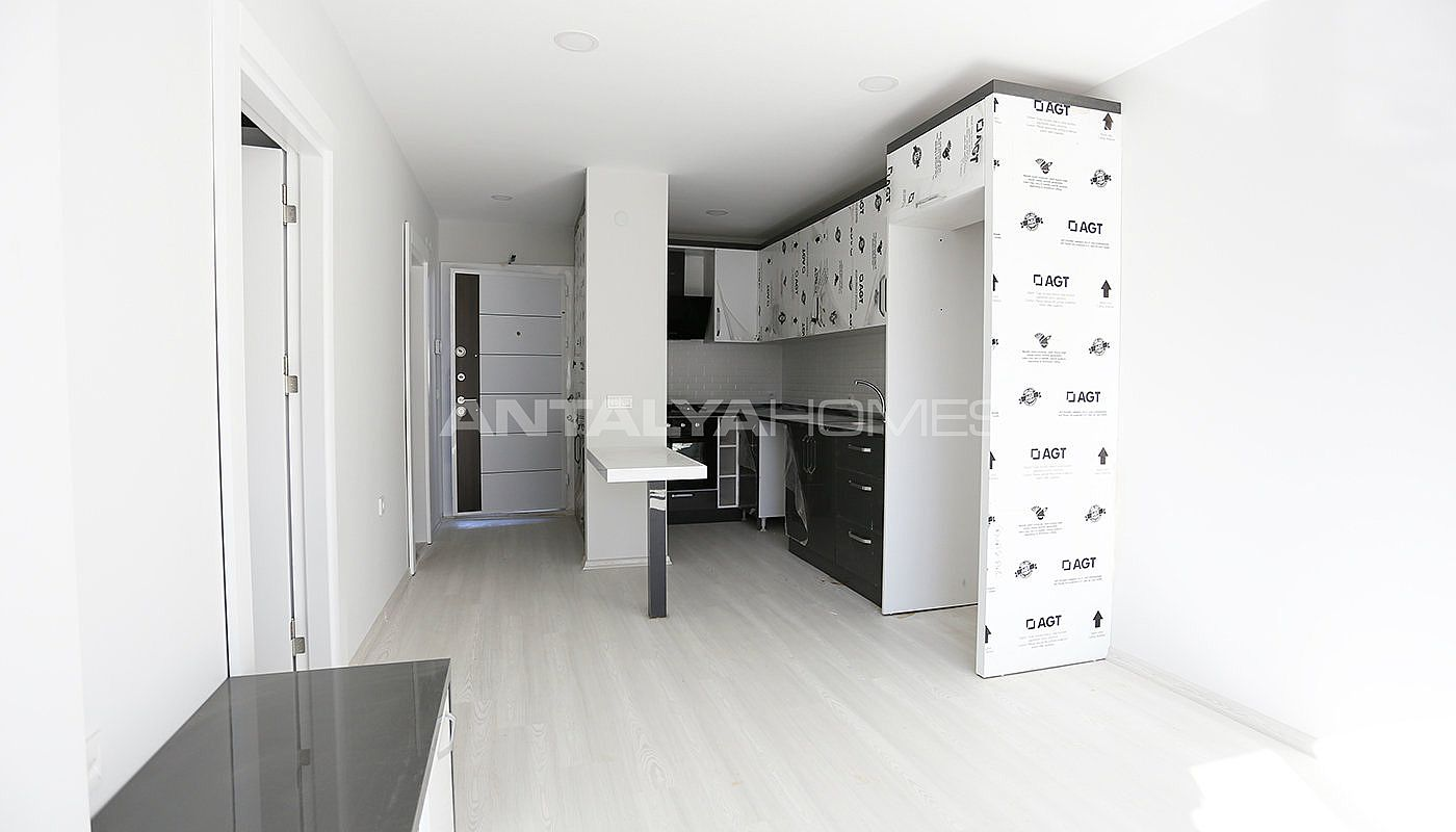 investment-real-estate-100-meters-to-turizm-street-in-antalya-interior-001.jpg