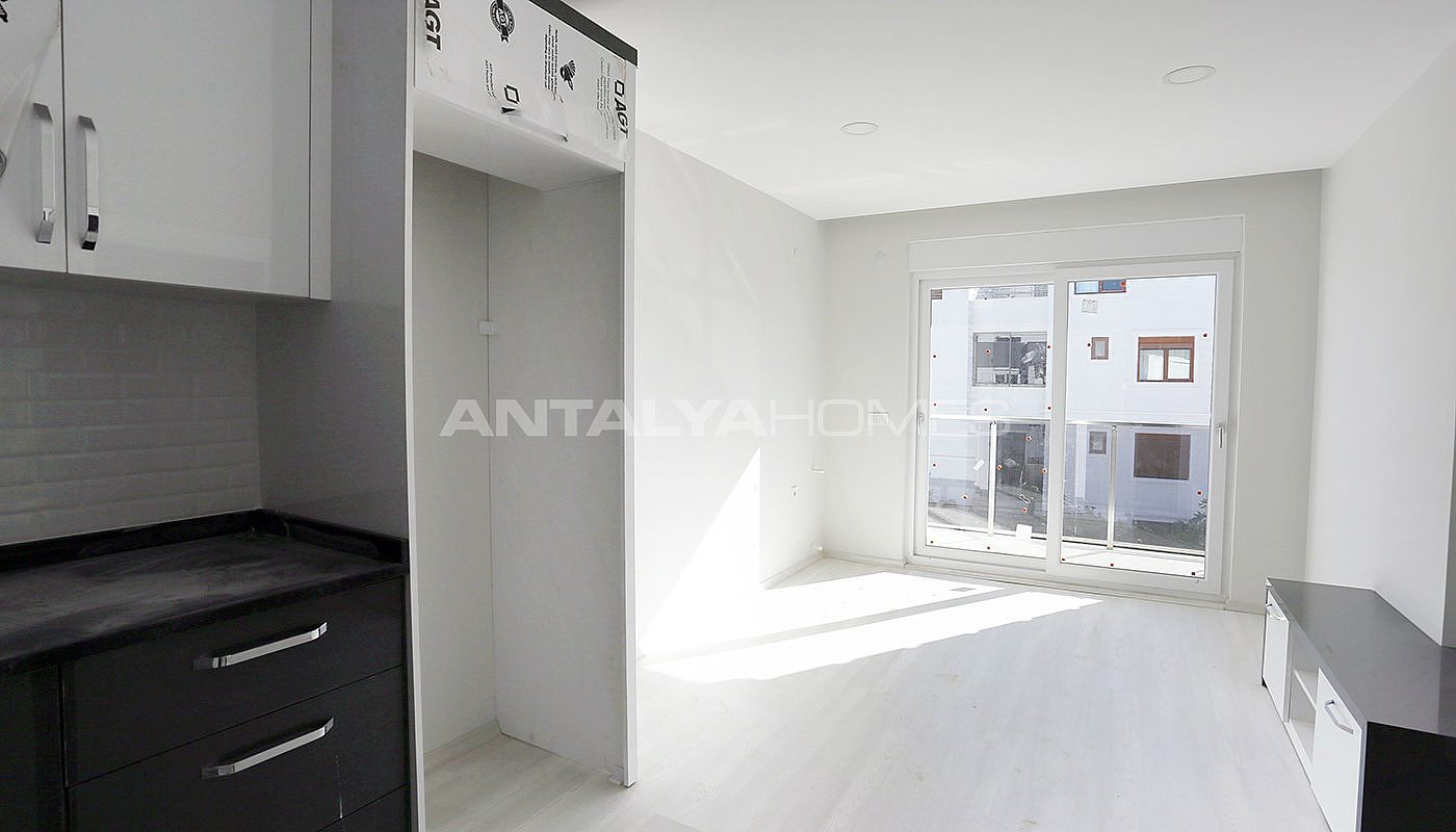 investment-real-estate-100-meters-to-turizm-street-in-antalya-interior-004.jpg