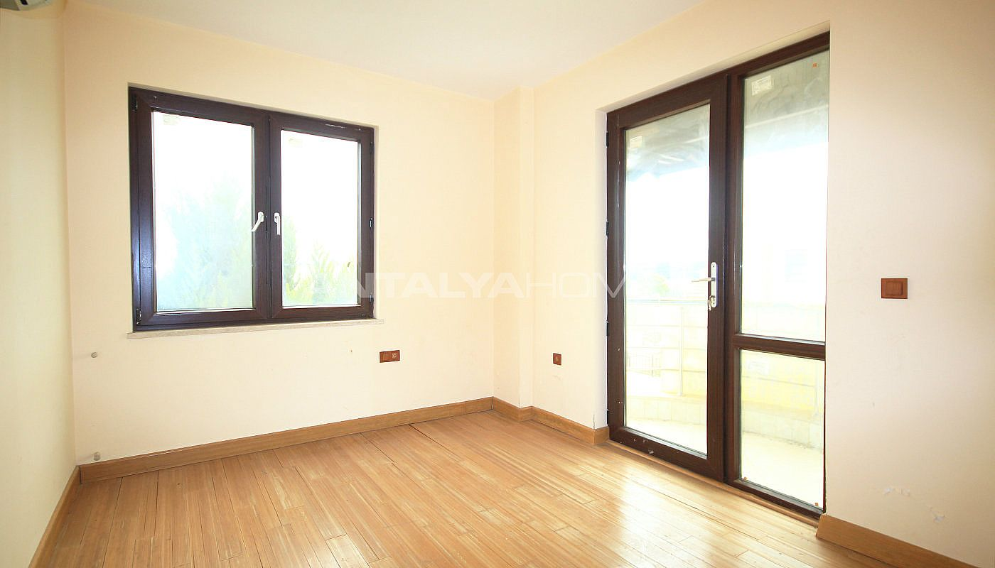 spacious-detached-villa-with-forest-view-in-antalya-interior-010.jpg