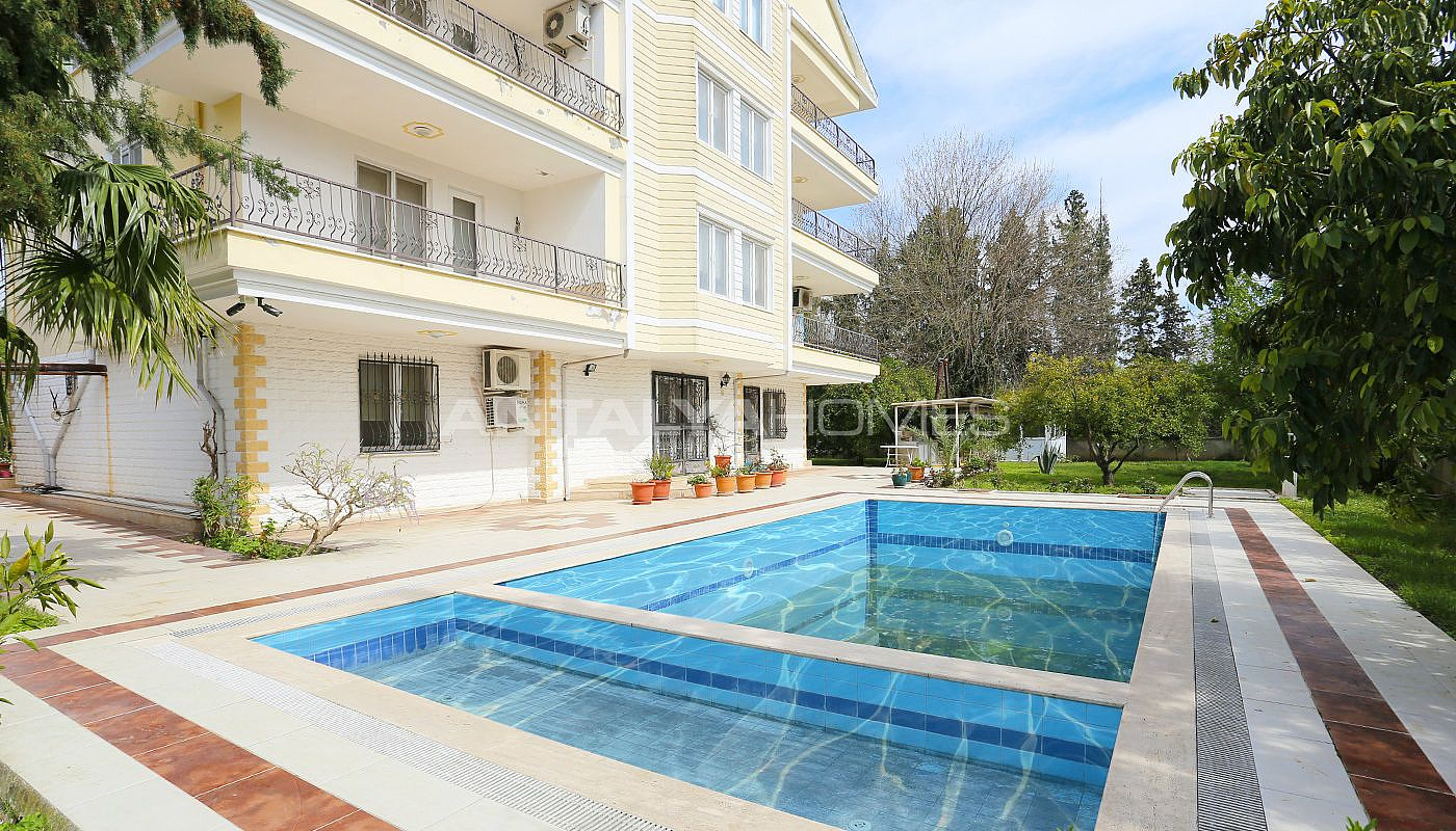 detached-spacious-houses-with-swimming-pool-in-antalya-009.jpg