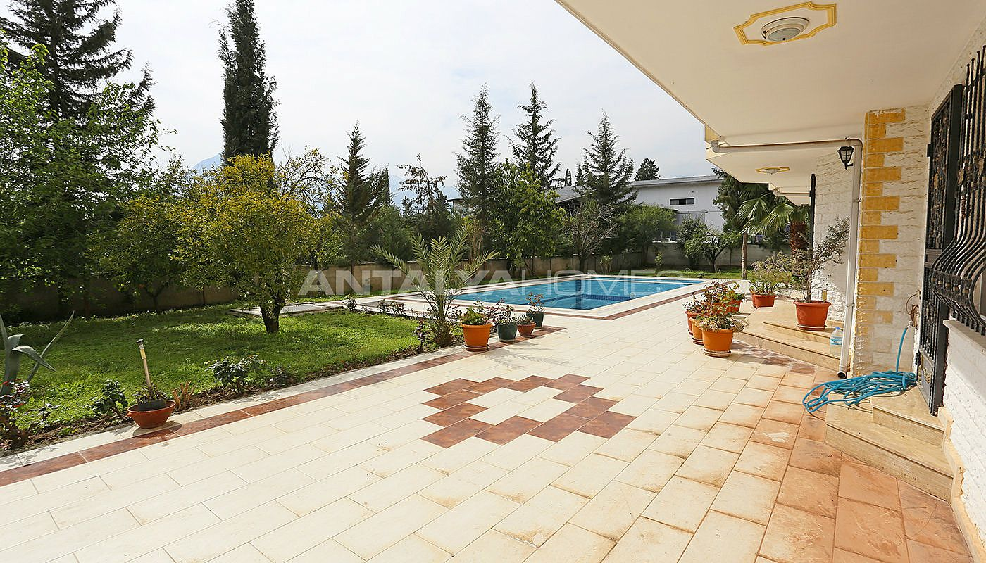 detached-spacious-houses-with-swimming-pool-in-antalya-011.jpg