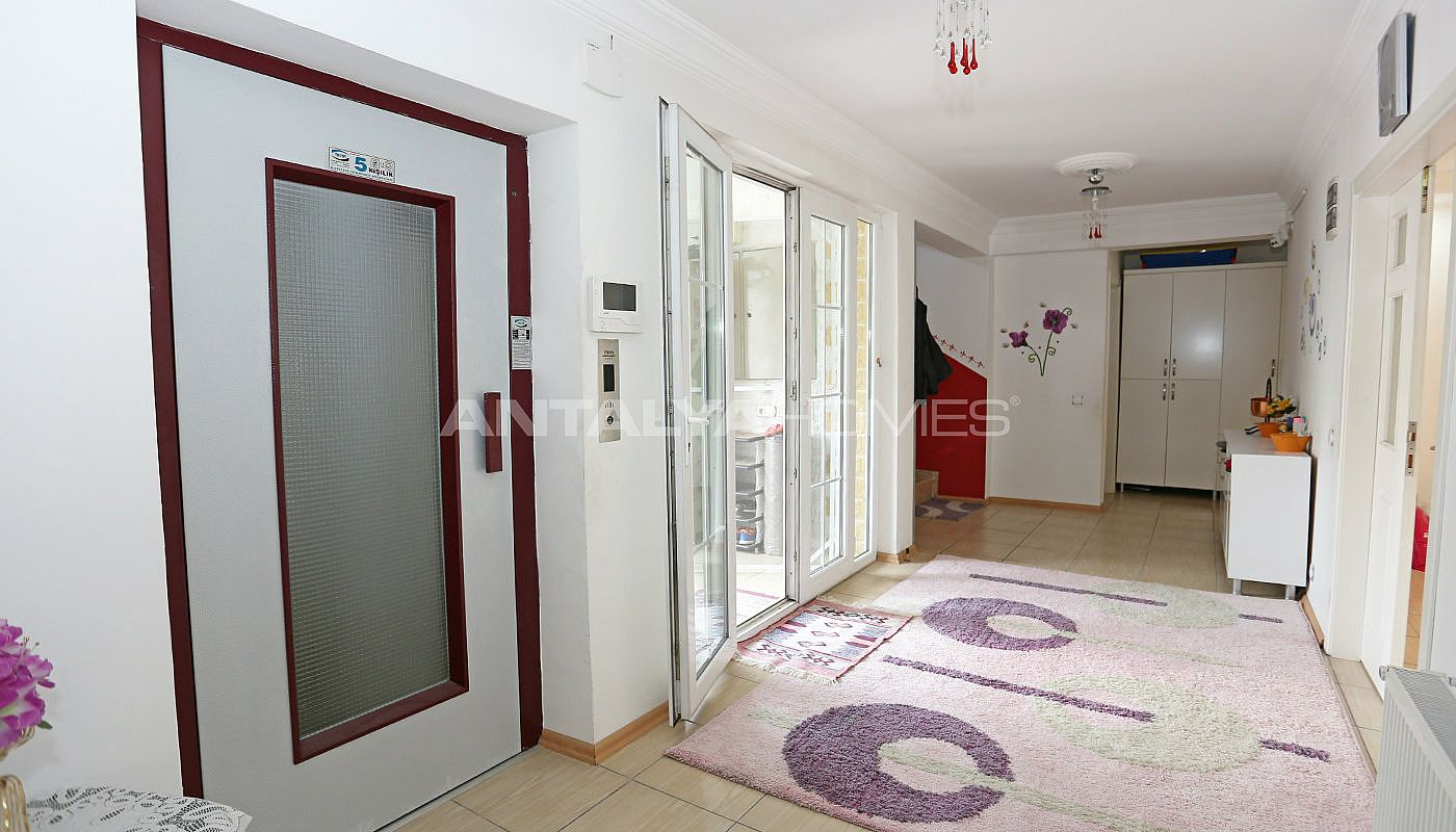 detached-spacious-houses-with-swimming-pool-in-antalya-interior-021.jpg