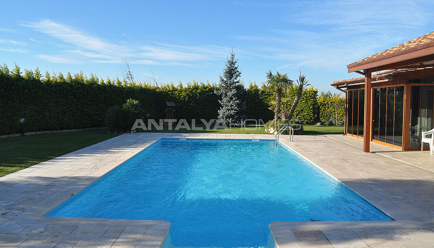 detached-villas-with-private-pool-and-garden-in-istanbul-001.jpg