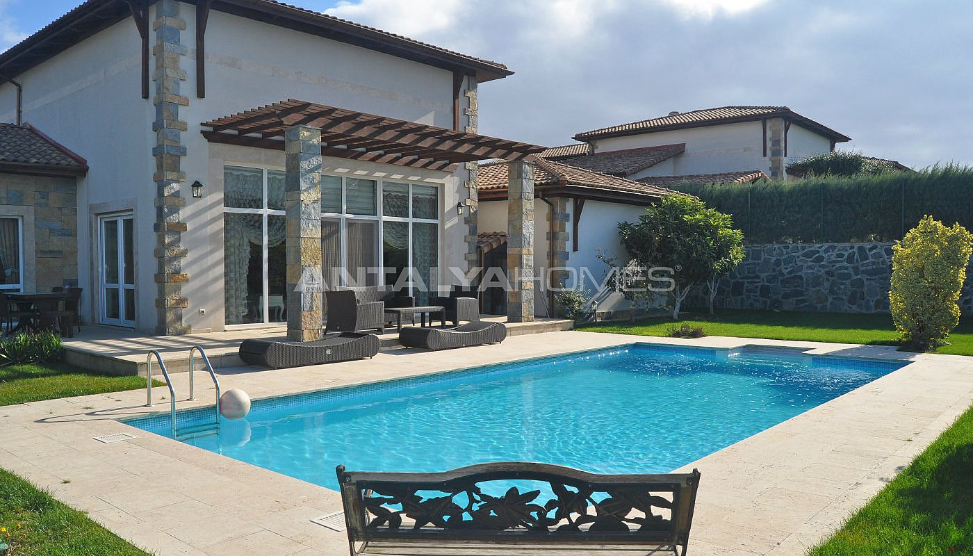 detached-villas-with-private-pool-and-garden-in-istanbul-004.jpg