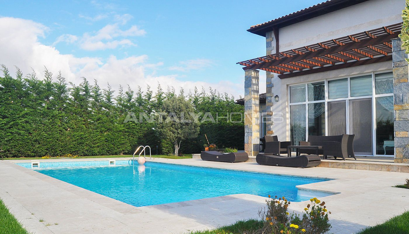 detached-villas-with-private-pool-and-garden-in-istanbul-005.jpg