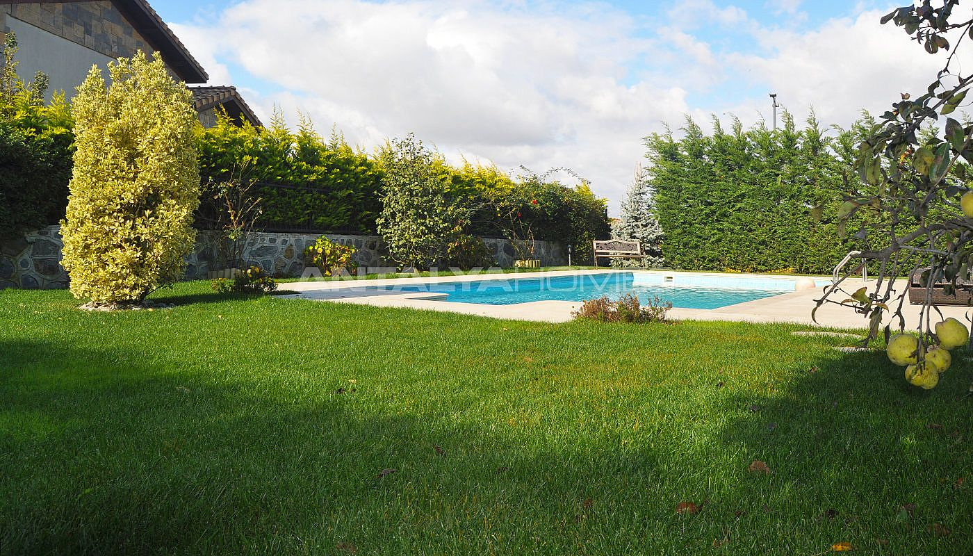 detached-villas-with-private-pool-and-garden-in-istanbul-006.jpg