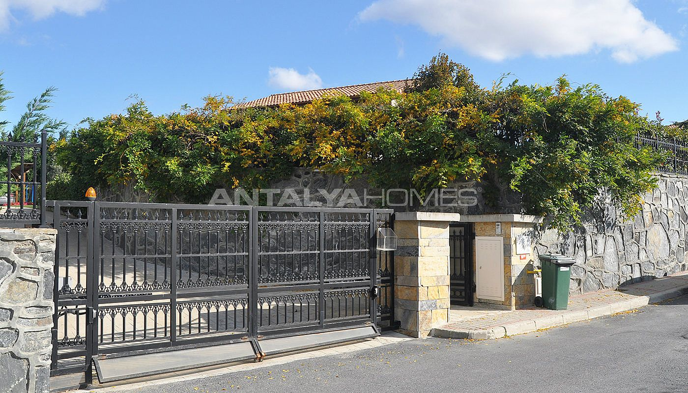 detached-villas-with-private-pool-and-garden-in-istanbul-013.jpg