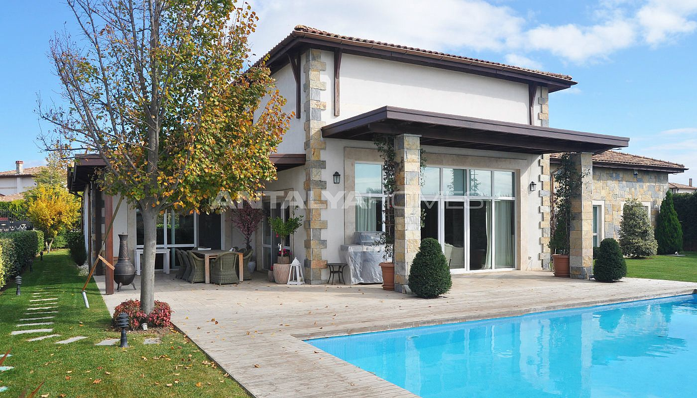 detached-villas-with-private-pool-and-garden-in-istanbul-014.jpg