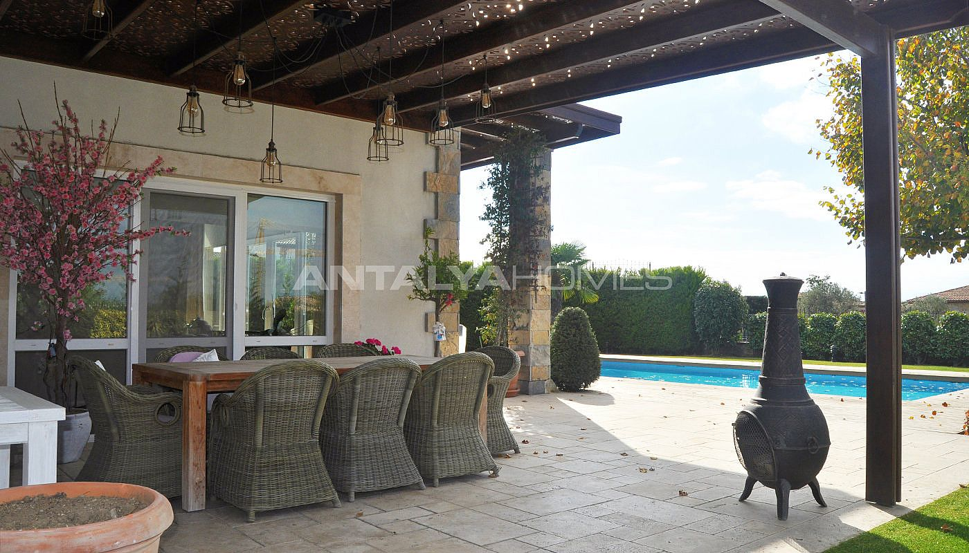 detached-villas-with-private-pool-and-garden-in-istanbul-016.jpg