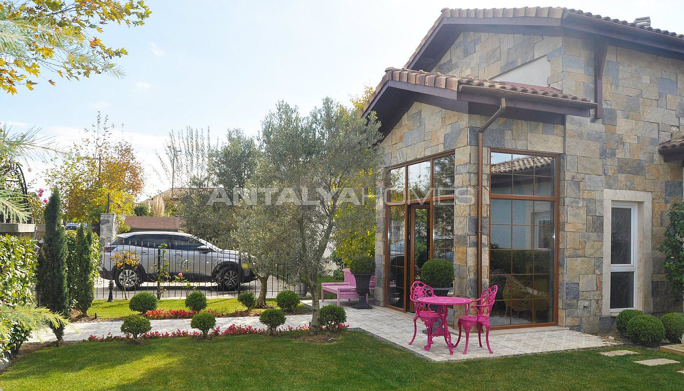 detached-villas-with-private-pool-and-garden-in-istanbul-017.jpg