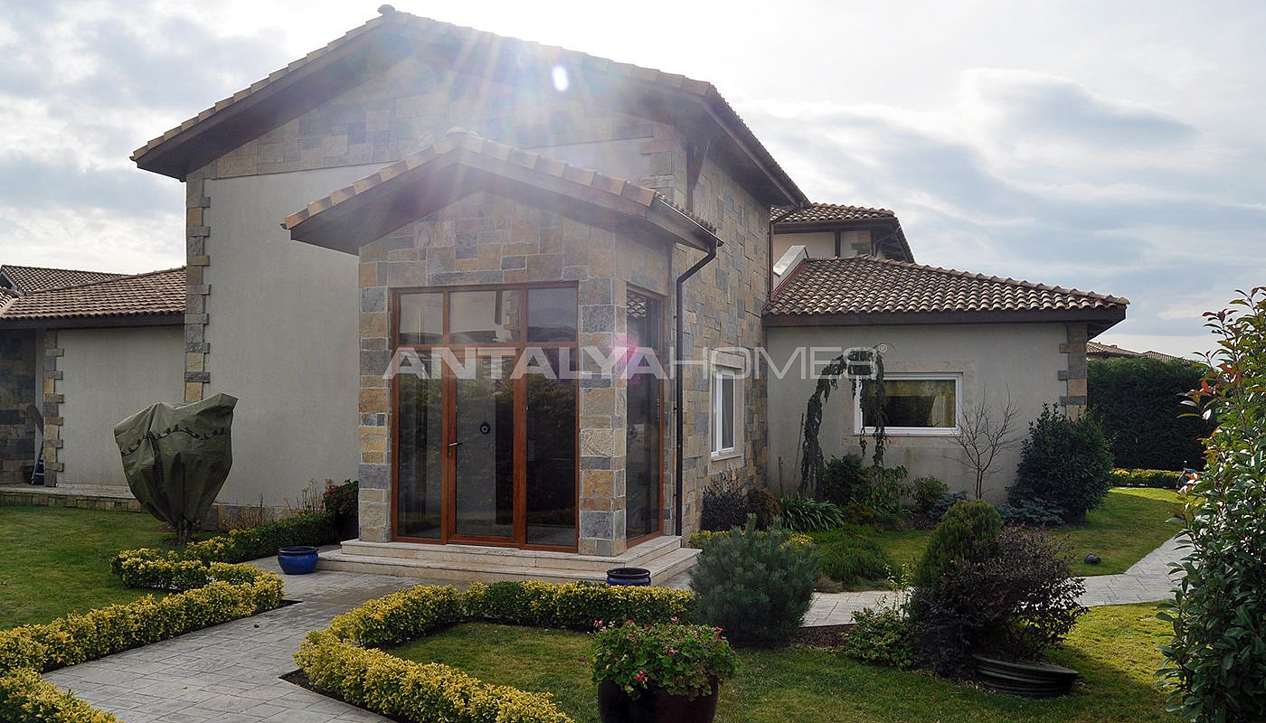 detached-villas-with-private-pool-and-garden-in-istanbul-020.jpg